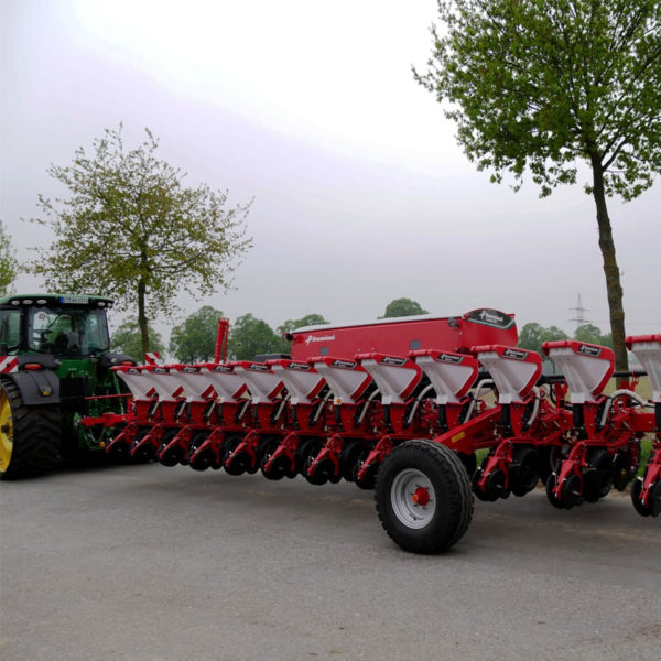 Kverneland-farm-sale-da-forgie-northern-ireland-seeding-precision-drills-optima-rs-4