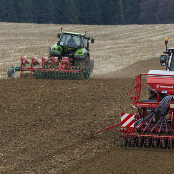 Kverneland-farm-sale-da-forgie-northern-ireland-seeding-seed-drills-e-drill-compact-maxi-2