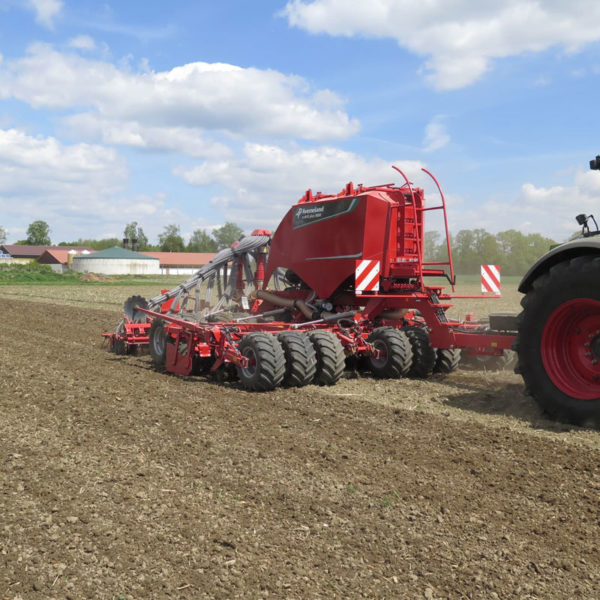 Kverneland-farm-sale-da-forgie-northern-ireland-seeding-seed-drills-u-drill-plus-1