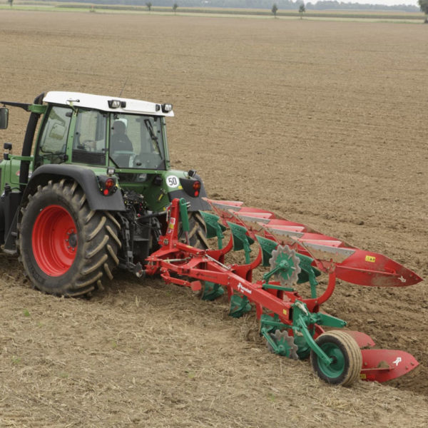 Kverneland-farm-sale-da-forgie-northern-ireland-soil-mounted-reversible-plough-150-b-1