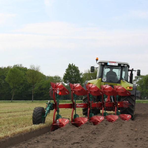 Kverneland-farm-sale-da-forgie-northern-ireland-soil-mounted-reversible-plough-150-b-variomat-1