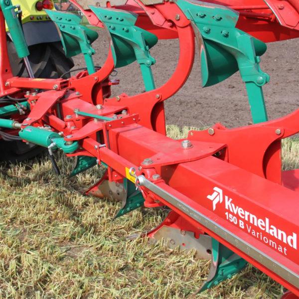 Kverneland-farm-sale-da-forgie-northern-ireland-soil-mounted-reversible-plough-150-b-variomat-2