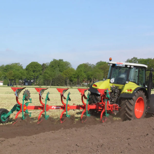 Kverneland-farm-sale-da-forgie-northern-ireland-soil-mounted-reversible-plough-150-b-variomat-3