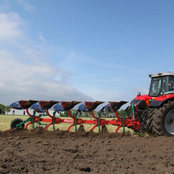 Kverneland-farm-sale-da-forgie-northern-ireland-soil-mounted-reversible-plough-150-b-variomat-5