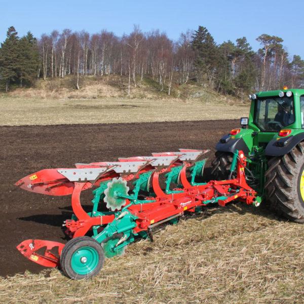 Kverneland-farm-sale-da-forgie-northern-ireland-soil-mounted-reversible-plough-150-s-variomat-1