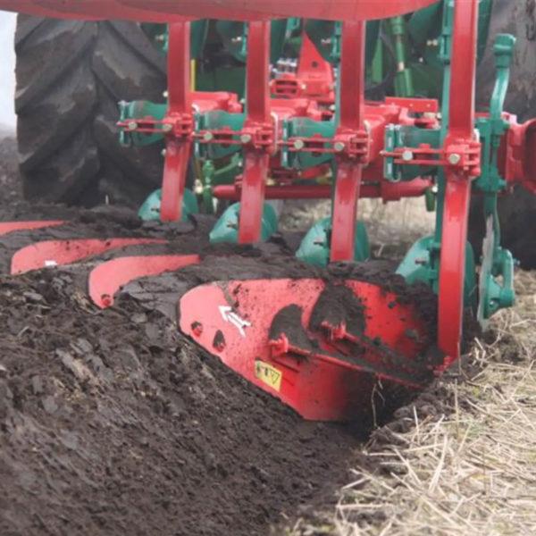 Kverneland-farm-sale-da-forgie-northern-ireland-soil-mounted-reversible-plough-150-s-variomat-5