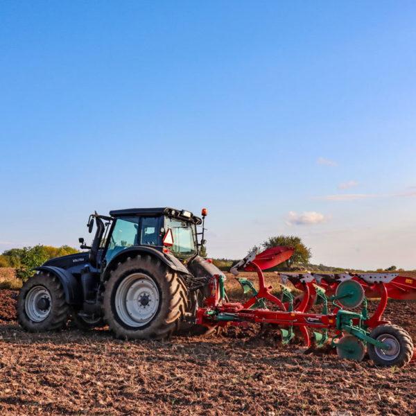 Kverneland-farm-sale-da-forgie-northern-ireland-soil-mounted-reversible-plough-2300-s-1