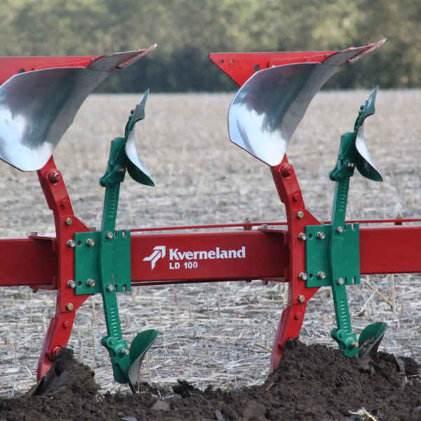 Kverneland-farm-sale-da-forgie-northern-ireland-soil-mounted-reversible-plough-3400-s-2