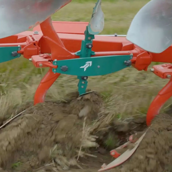Kverneland-farm-sale-da-forgie-northern-ireland-soil-mounted-reversible-plough-3400-s-5