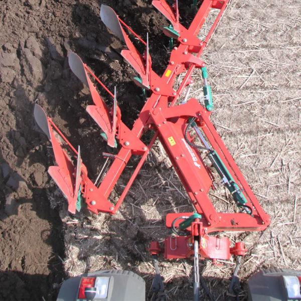Kverneland-farm-sale-da-forgie-northern-ireland-soil-mounted-reversible-plough-eo-lo-3