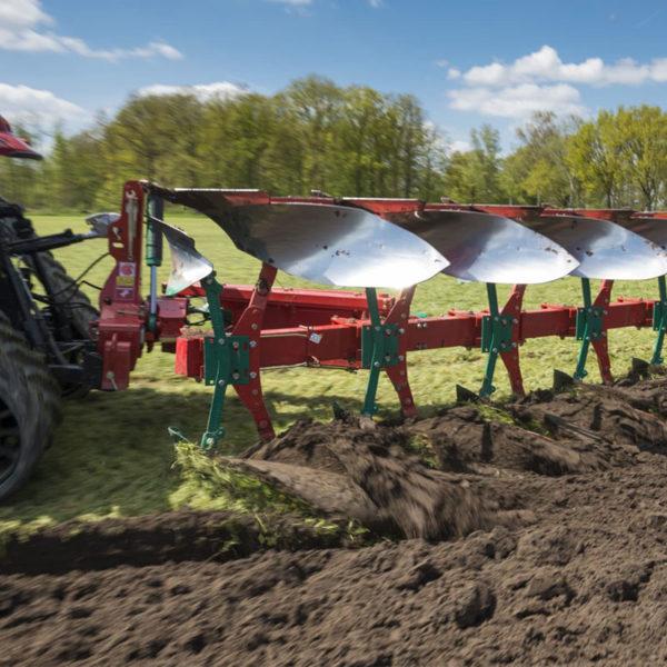 Kverneland-farm-sale-da-forgie-northern-ireland-soil-mounted-reversible-plough-eo-lo-5