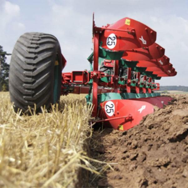 Kverneland-farm-sale-da-forgie-northern-ireland-soil-semi-mounted-reversible-plough-pb-1