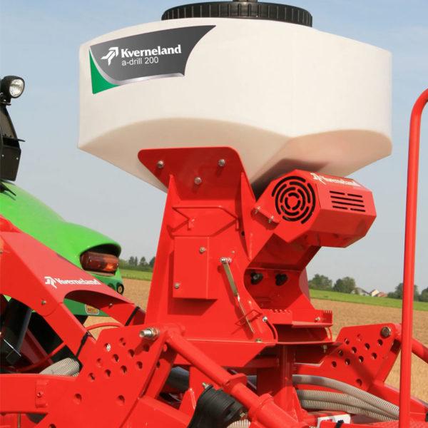 Kverneland-farm-sale-da-forgie-northern-ireland-soil-stubble-cultivators-a-drill-2