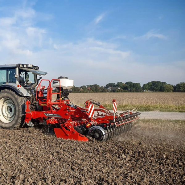 Kverneland-farm-sale-da-forgie-northern-ireland-soil-stubble-cultivators-a-drill-3
