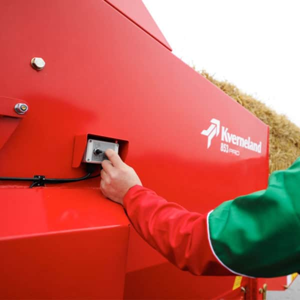 Kverneland-farm-machinery-sales-da-forgie-northern-ireland-feeding-bale-choppers-feeders-KVERNELAND-853-PRO-856-PRO-2