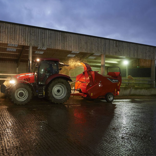 Kverneland-farm-machinery-sales-da-forgie-northern-ireland-feeding-bale-choppers-feeders-kverneland-863-864-1