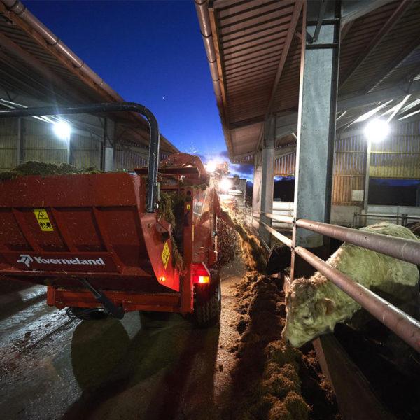 Kverneland-farm-machinery-sales-da-forgie-northern-ireland-feeding-bale-choppers-feeders-kverneland-863-864-4