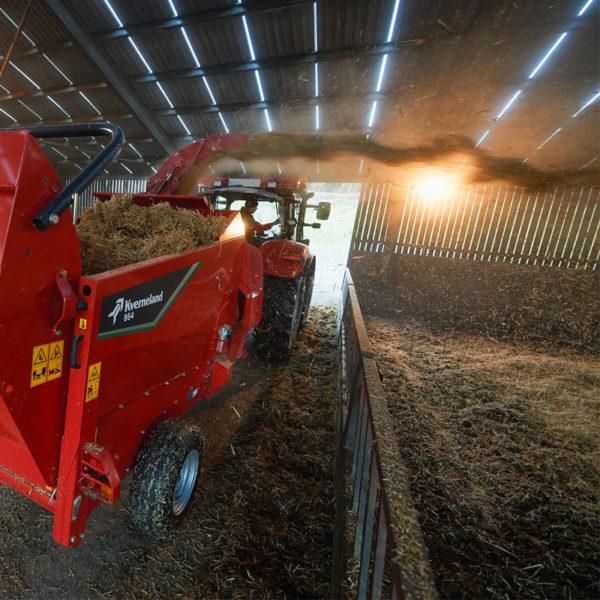 Kverneland-farm-machinery-sales-da-forgie-northern-ireland-feeding-bale-choppers-feeders-kverneland-863-864-5