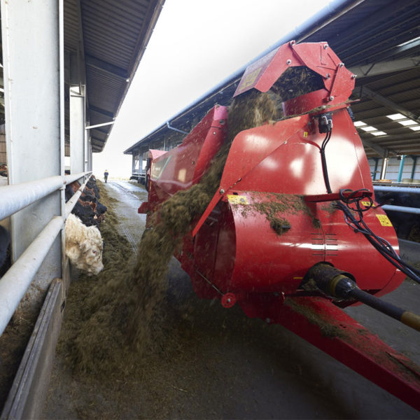 Kverneland-farm-machinery-sales-da-forgie-northern-ireland-feeding-bale-choppers-feeders-kverneland-863-864-6