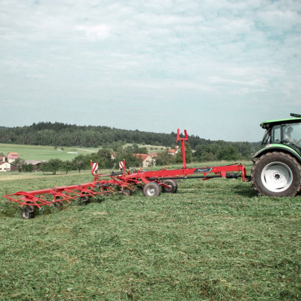 Kverneland-farm-sale-da-forgie-northern-ireland-forage-carrier-frame-tedders-85140C-TRAILED-HIGH-CAPACITY-TEDDER-1