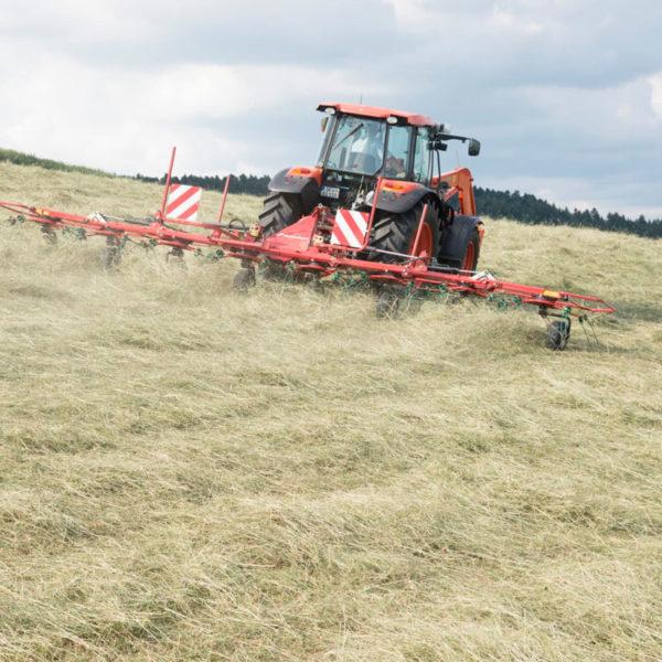 Kverneland-farm-sale-da-forgie-northern-ireland-forage-mounted-rotary-tedder-8460-8480-5