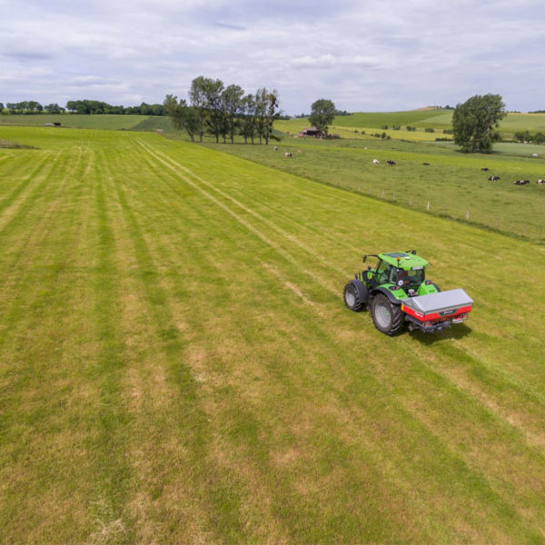Kverneland-farm-sale-da-forgie-northern-ireland-spreading-disc-spreaders-exacta-cl-ew-3