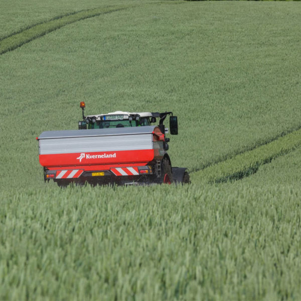 Kverneland-farm-sale-da-forgie-northern-ireland-spreading-disc-spreaders-exacta-tl-2